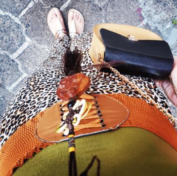 Outfit Animal print colores tierra y bolso pequeño con cadena