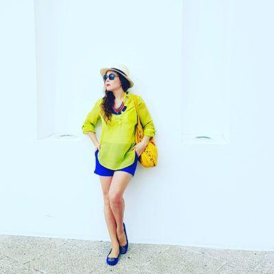 Outfit Blusa color Lima limón, short azul rey de Banana Republic, flats azul rey de Agaci, lentes Vogue