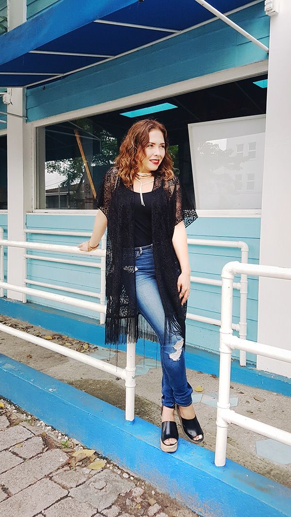 Kimono style in black, Guess Wedges and Hollister Denim