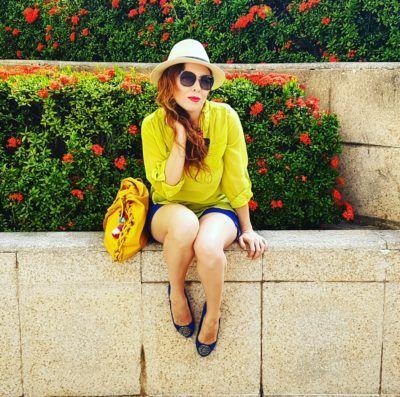 Blusa Lima limón de gasa, sombrero Panamá style, lentes Vogue