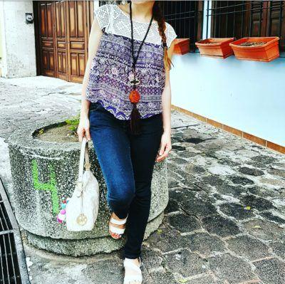 Street style outfit, blusa de gasa y tejido de Forever21, Bolso Michael Kor, Sandalias de Pull & Bear