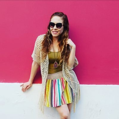 Kimono tejido, falda a rayas de Charlotte Russe, lentes Aldo Accesorios, sandalias de Steve Maidden