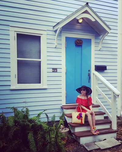 Beach outfit, red dress, black hat, sandalias & pompom bag